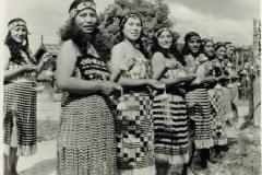 MaoriPoiDancersRotoruaNZ-4332