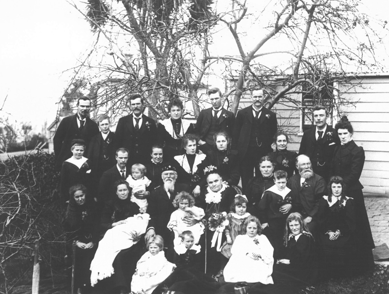 Black and white photo of the Outram family in 1900