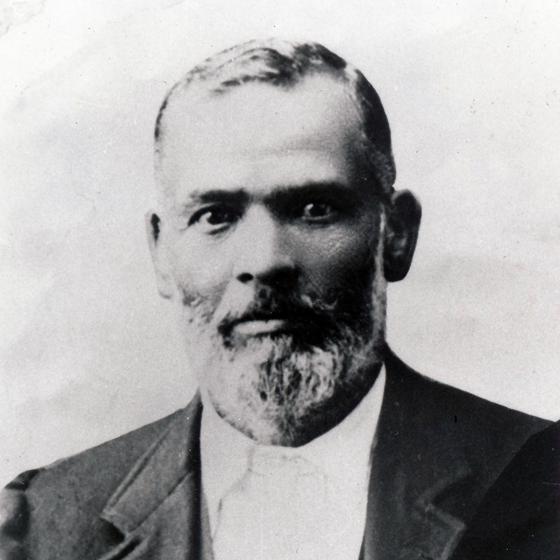 Black & white portrait of Antonio Lima